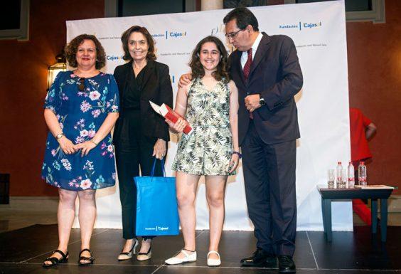 María Mañas Sáez, ganadora por la provincia de Almería, junto a su profesora Fuensanta Sáez, del IES Turaniana de Roquetas de Mar.