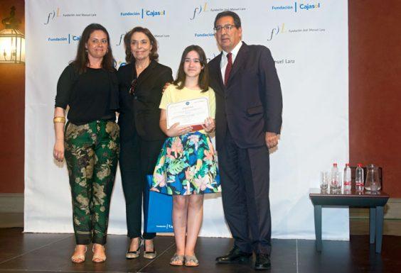 Laura González Domínguez, ganadora por la provincia de Málaga, junto a su profesora Pilar Rico Narváez, del IES Licinio de la Fuente de Coín.